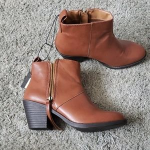 Chestnut F21 Booties size 8